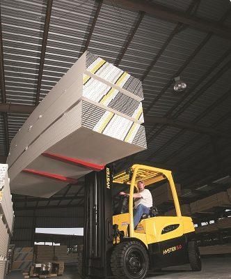 Hyster električni viljuškar namenjen za drvnu industriju i teške uslove rada